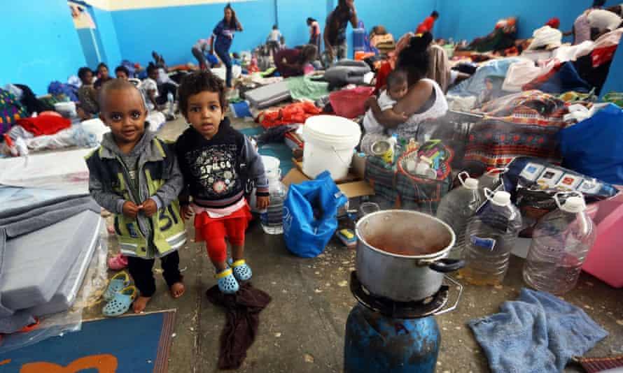 Những người di cư tại một trung tâm giam giữ ở Zawiya, phía tây Tripoli, vào năm 2019. Trong nhiều năm, Libya là điểm đến của những người chạy trốn các cuộc xung đột ở châu Phi với hy vọng vượt Địa Trung Hải vào châu Âu