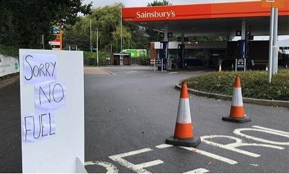 Tình trạng khát dầu ở Vương quốc Anh đã khiến cho nhiều trạm xăng dầu phải ngững hoạt động