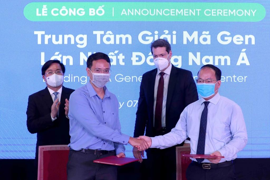 Ông Cao Anh Tuấn, người sáng lập Genetica bắt tay hợp tác với ông Vũ Quốc Huy, Giám đốc NIC