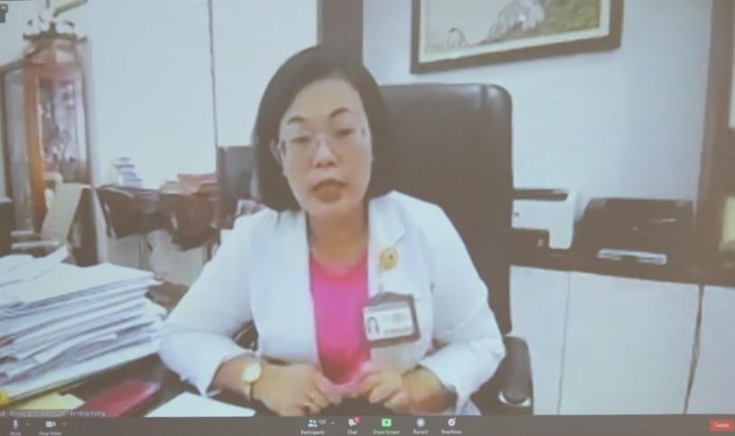BS. Hoàng Thị Diễm Tuyết phát biểu tại buổi tiếp xúc cử tri trực tuyến của Đoàn Đại biểu Quốc hội TPHCM.