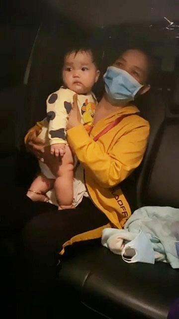 Em bé 5 tháng tuổi cùng mẹ và bà bị đuối sức giữa đường trong hành trình từ các tỉnh phía Nam về quê Nghệ An giữa đêm được kịp thời giúp đỡ