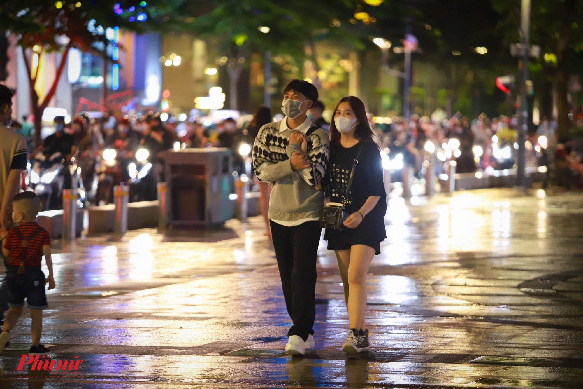 Sau thời gian giãn cách, các cặp đôi đẫ có dịp quan tâm nhau