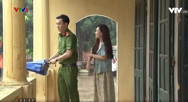 Vai chính trong phim Phố trong làng được giao cho hai diễn viên trẻ Phạm Anh Tuấn và Phạm Ngọc Anh