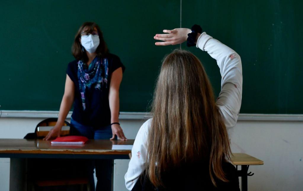 Hành vi hành hung giáo viên có thể sẽ khiến học sinh bị đuổi học - Ảnh: