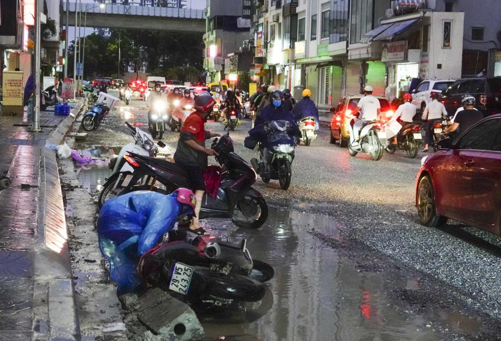 Rất nhiều những vụ va chạm, ngã xe xảy ra trên con đường này.