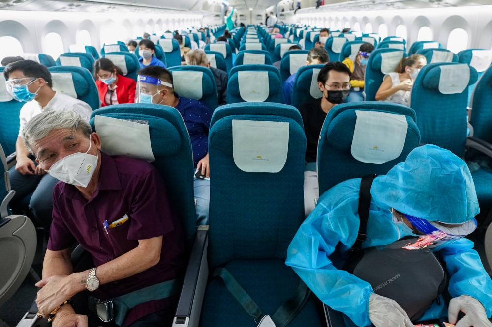 Khách bay từ TPHCM - Hà Nội chiều nay (11/10). Ảnh: VNA