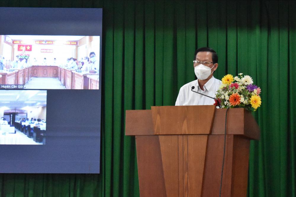 """""""TPHCM đang tập trung cho phục hồi kinh tế, trước tiên tập trung cho sản xuất, tiếp đó là dịch vụ. TP cũng đang đề nghị Trung ương có các chính sách hỗ trợ doanh nghiệp và chính TP cũng sẽ có những chính sách hỗ trợ riêng…"""", Chủ tịch UBND TPHCM Phan Văn Mãi thông tin thêm."""