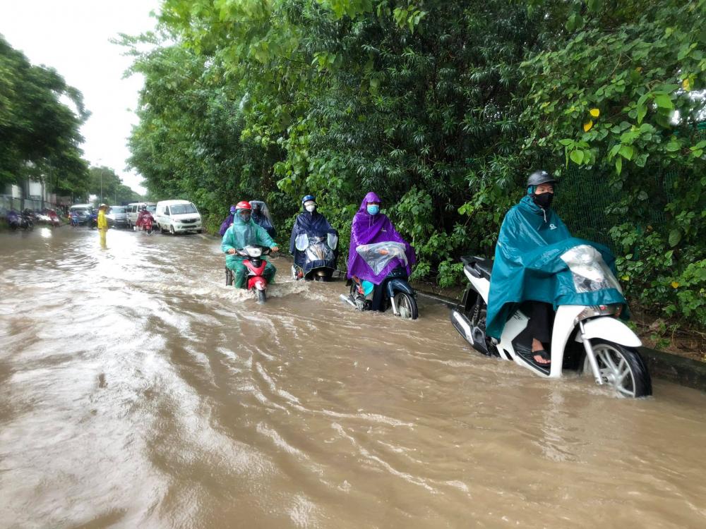 Một số tuyến phố nội thành đã bị ngập do mưa lớn kéo dài suốt nhiều giờ.