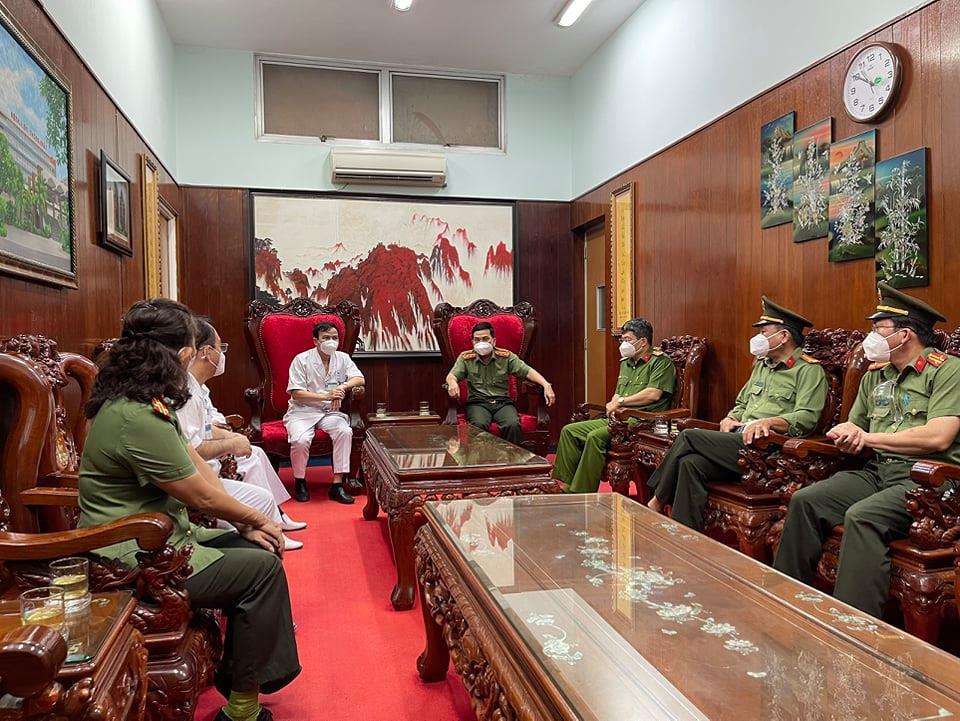 Đại tá Nguyễn Sỹ Quang cũng đã gởi đến Ban Giám đốc, đội ngũ y, bác sỹ Bệnh viện Thống Nhất lời cảm ơn, tri ân sâu sắc của Công an TP.