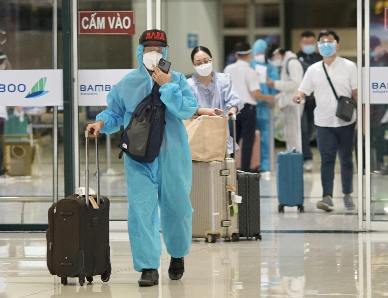 Hà Nội sẽ không yêu cầu treo biển trước cửa nhà người về từ TP.HCM