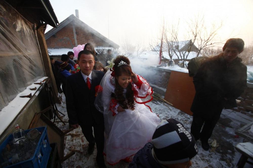 Cảnh đám cưới hạnh phúc ở nông thôn ngày càng hiếm gặp ở Trung Quốc - Ảnh: SCMP/Getty Images