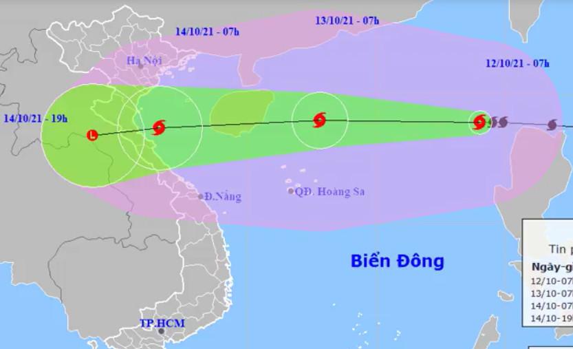 Dự báo đường đi và khu vực ảnh hưởng của bão Kompasu. Ảnh: NCHMF