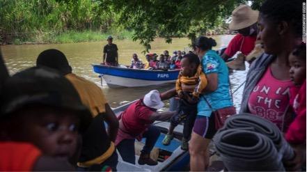 Những người nhập cư Haiti cập biến Colombia bắt đầu cuộc hành trình trên bộ xuyên qua khoảng cách Darien vào Panama