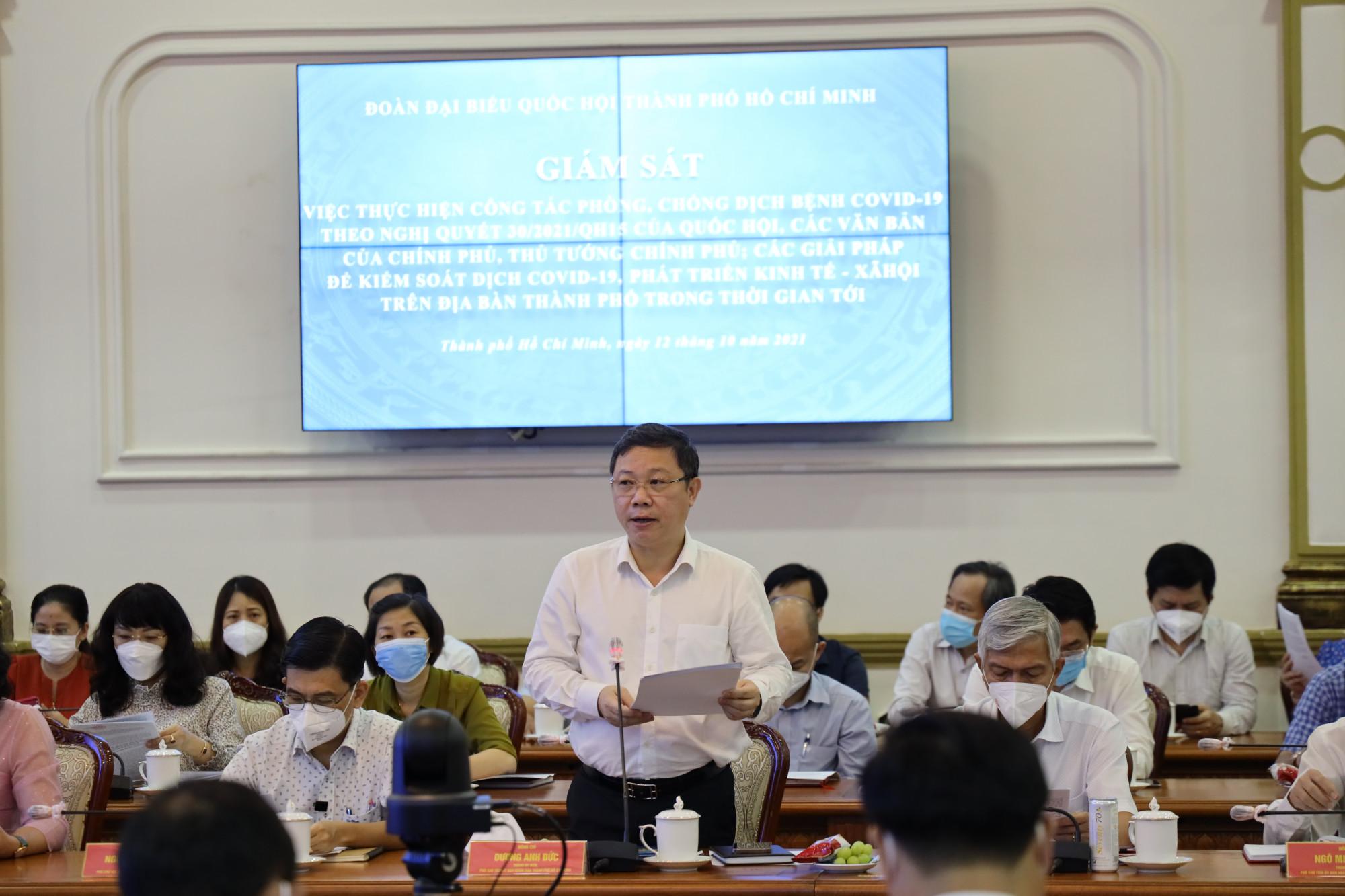 Phó chủ tịch UBND TP Dương Anh Đức trình bày tại buổi giám sát
