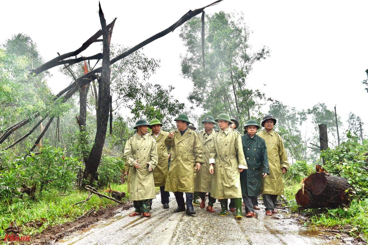 Kiểm tra PCLB tại tuyến đường 71 tại xã Phong Xuân vào  mua mưa bão năm 2020. Ảnh: Tư liệu Thuận Hóa