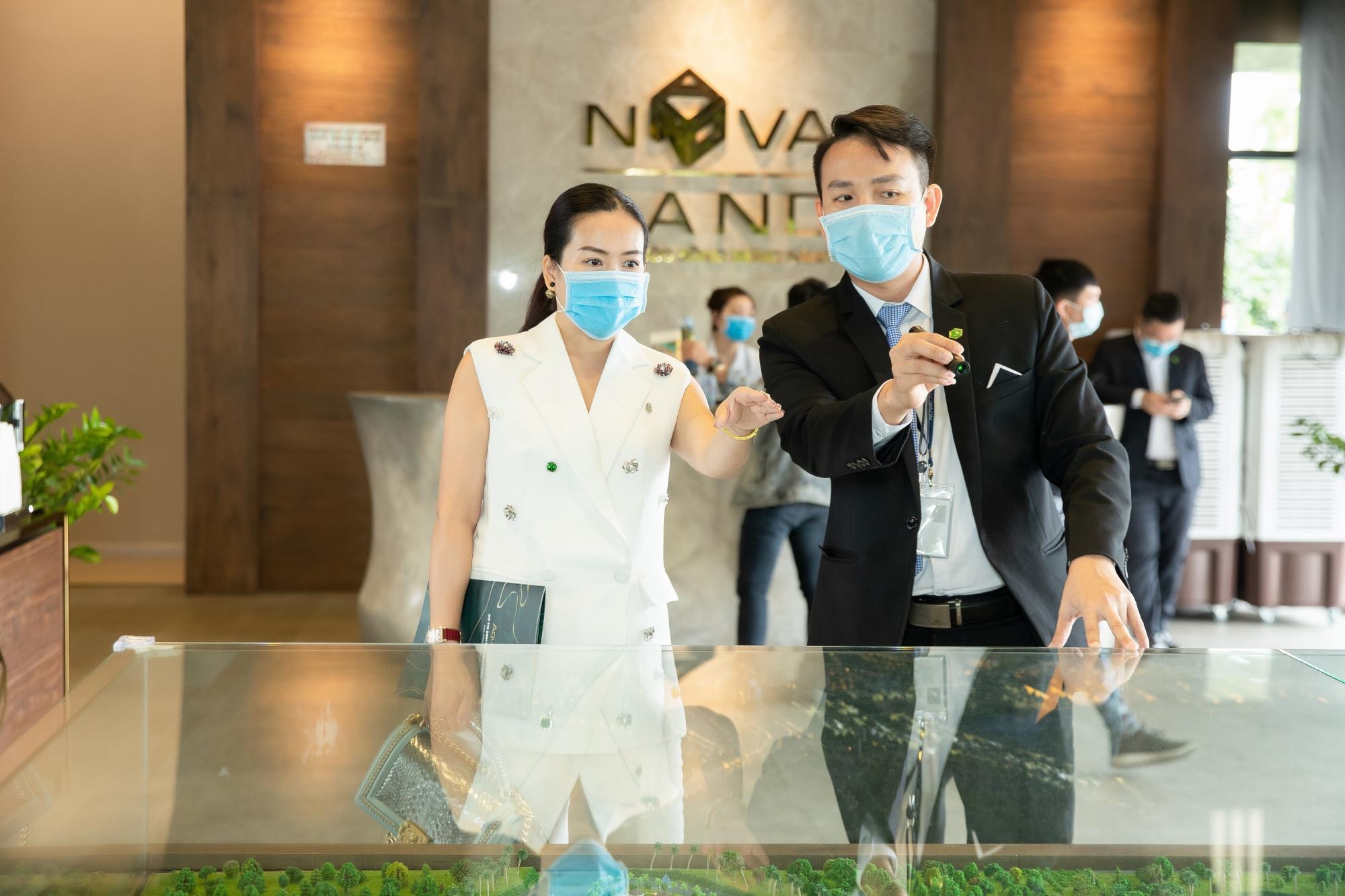 Bà xã của Bình Minh ấn tượng với không gian sống tại Aqua City trong chuyến tham quan giữa năm ngoái -  Ảnh: Novaland