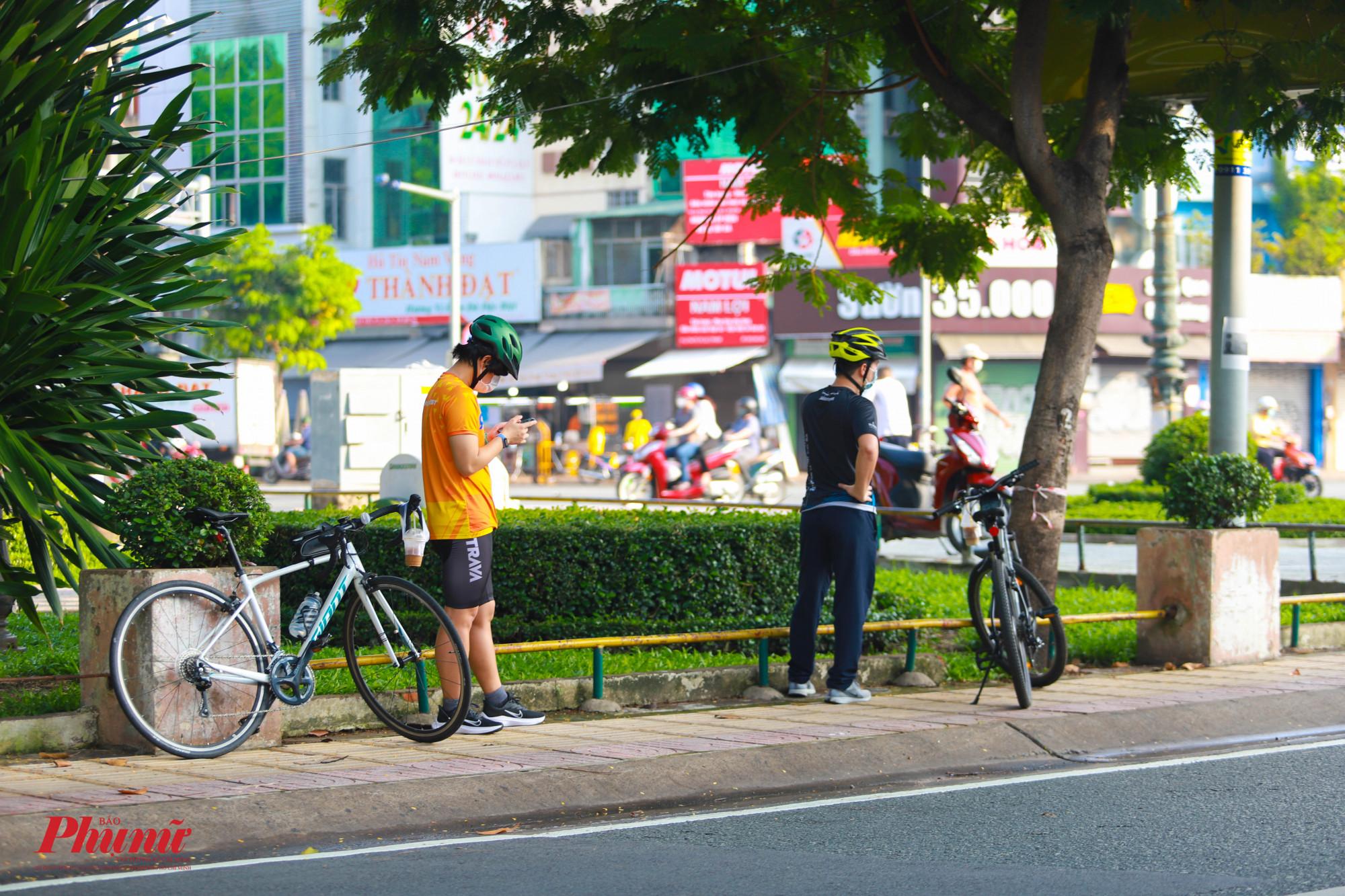 Đi dạo mỗi sáng giúp người dân tươi tỉnh hơn trong khoảng thời gian dài ở nhà giãn cách xã hội