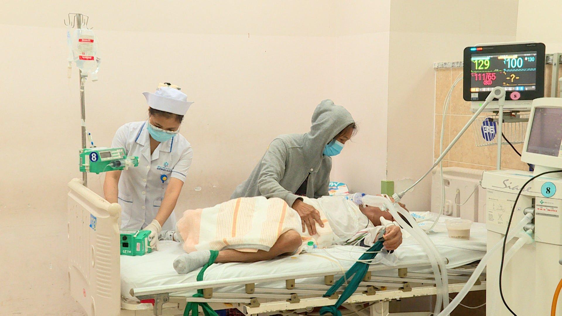 Bệnh nhân phải thở máy do ngộ độc rượu tại BVĐK Đồng Nai