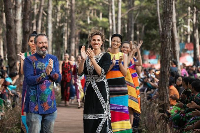 NTK Diego Chula và vợ trong show diễn hồi cuối năm 2020 tại Đắk Nông