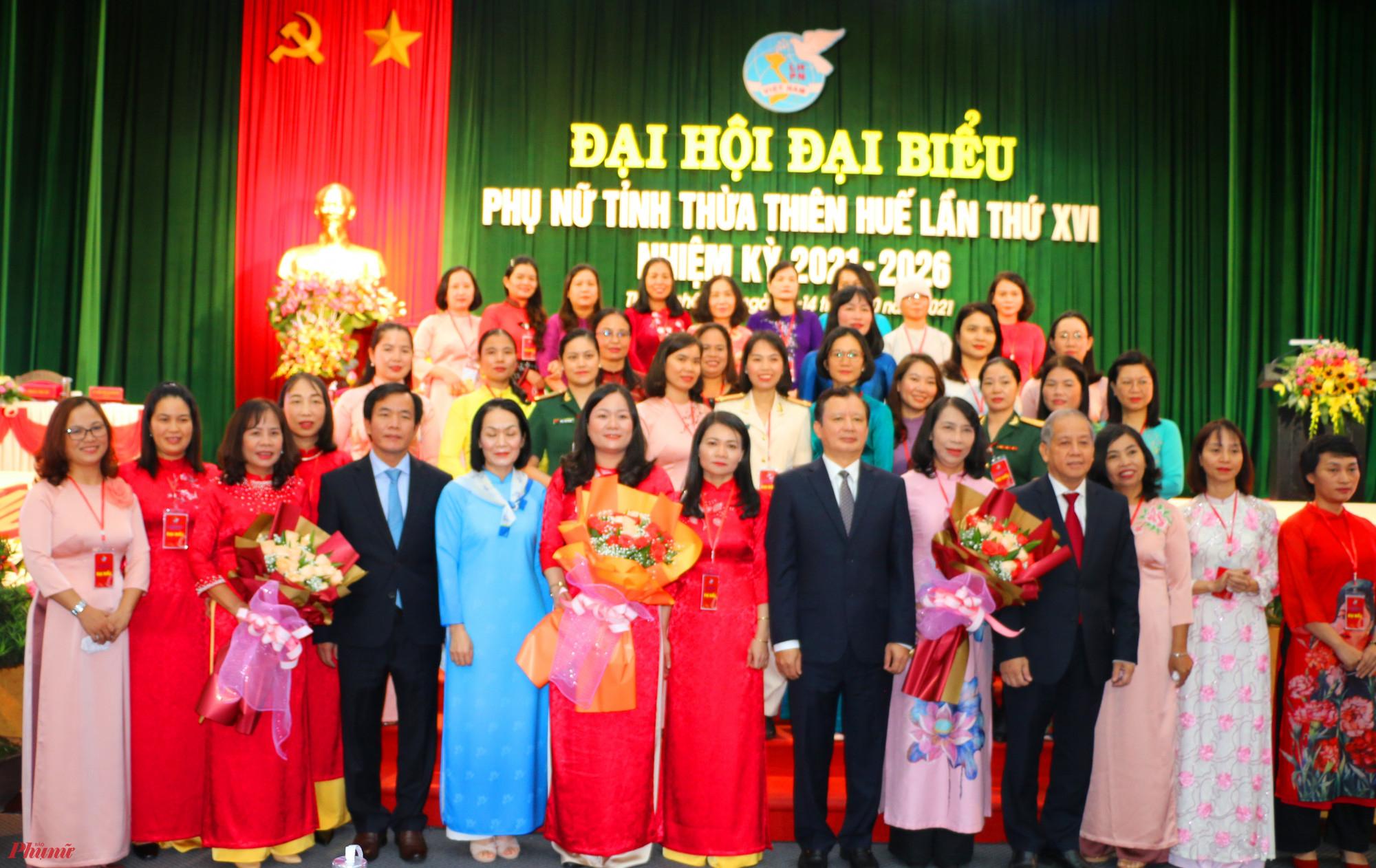 Ra mắt Ban chấp hành Hội LHPN tỉnh Thừa Thiên - Huế nhiệm kỳ 2021-2026