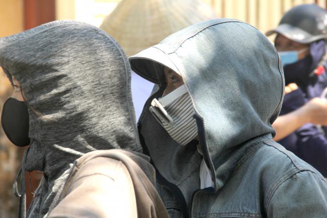 <p>Để tránh nắng, phòng dịch, nhiều thí sinh diện cả bộ quần áo chống nắng, đeo khẩu trang, kính trông không khác gì những ninja.</p>