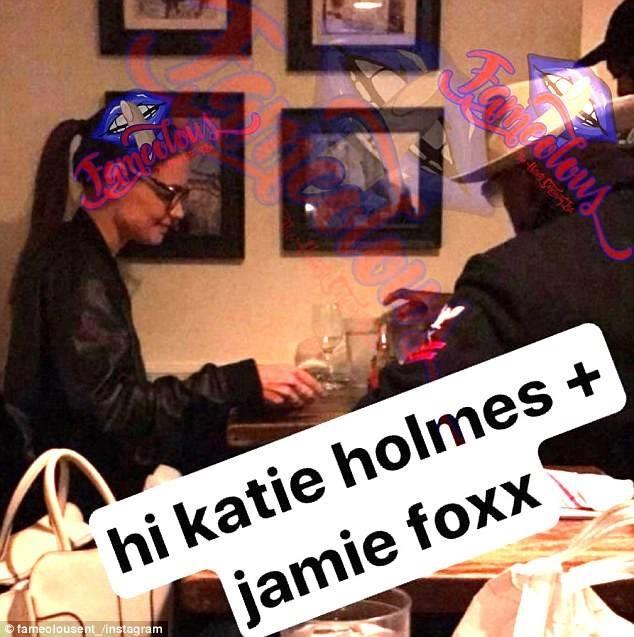 Katie Holmes to ra vui ve sau khi bi bat gap hen ho Jamie Foxx