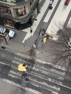 Thuy Dien: Bat nghi pham dam xe tai vao dam dong tai Stockholm