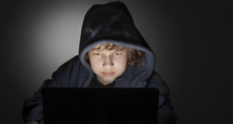 Khi trẻ thành  tội phạm mạng mà cha mẹ không hay