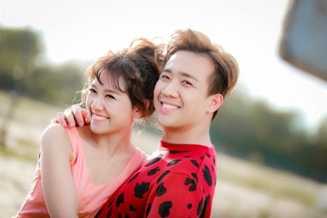 Trấn Thành quấn quýt không rời, ngọt ngào ôm hôn bà xã Hari Won