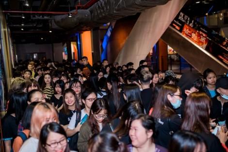 Sau Sài Gòn, fan miền Bắc xếp hàng dài để mua album Sơn Tùng M-TP tại Hà Nội