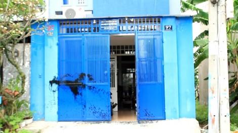 Bị dân phòng tạt sơn vào nhà suốt 2 năm vì không đóng tiền bảo vệ khu phố