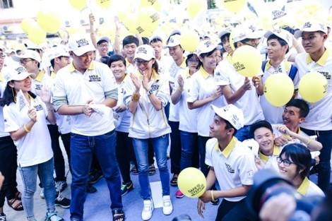 Dương Tử Quỳnh hào hứng tham gia trò chơi cùng sinh viên Việt Nam