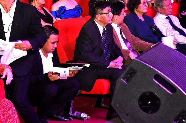 Quyen Linh nhan trach nhiem ve nhung 'hat san' tai le trao giai Canh dieu 2016