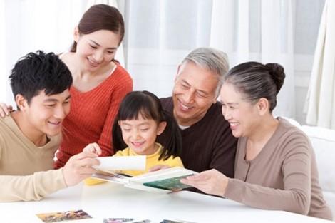Tại sao con dâu cứ phải chăm sóc cha mẹ chồng?
