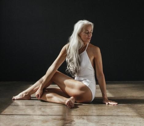 3 quy tắc giúp người mẫu 61 tuổi sở hữu thân hình nuột nà