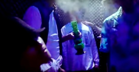 Ca khúc hot 'Quăng tao cái boong' cổ vũ giới trẻ hút cần sa?