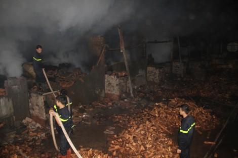 Đắk Nông: Trắng đêm chữa cháy ở Công ty gỗ Hưng Thịnh