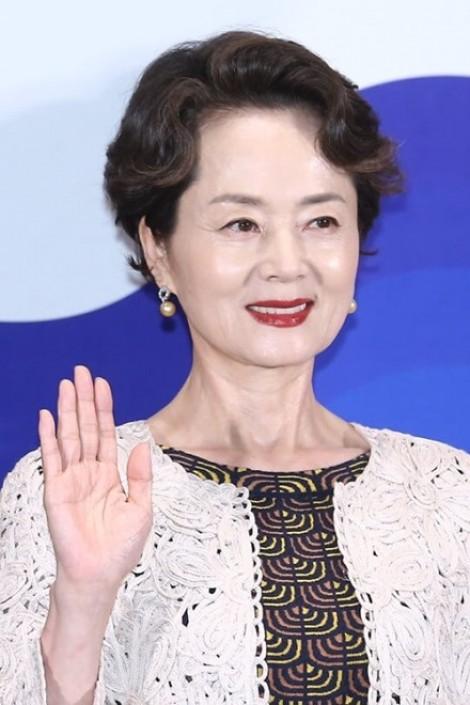 Dàn diễn viên 'Tiệm may quý ông' nghẹn ngào đưa tiễn tiền bối Kim Young Ae