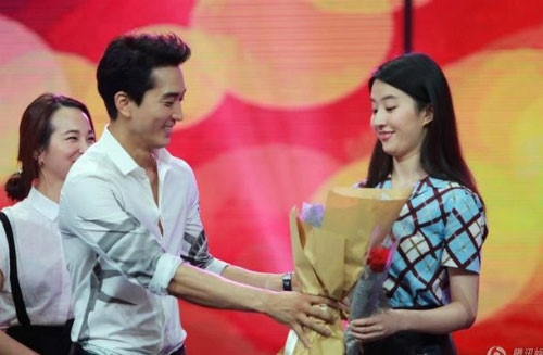 Nhung bo canh lich lam cua Luu Diec Phi - Song Seung Hun khi ben nhau