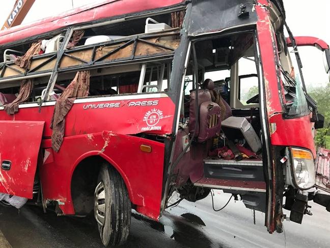 Vu xe khach gap nan 10 nguoi thuong vong: Tren xe co tieng no lon
