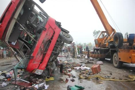 Hiện trường vụ tai nạn kinh hoàng khiến hơn 10 người thương vong