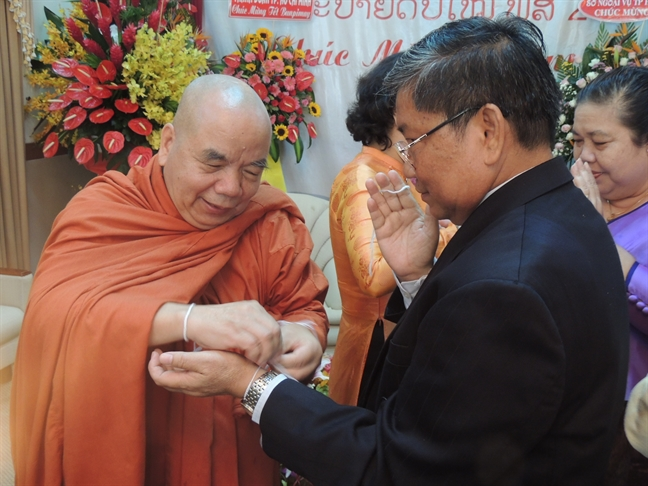Uy ban MTTQVN TP.HCM: Tham va chuc tet co truyen cac nuoc Lao, Campuchia, Thai Lan
