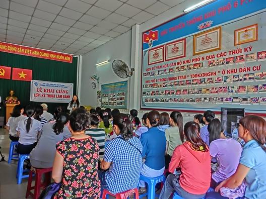 Mo lop day lam banh cho phu nu quan Tan Phu