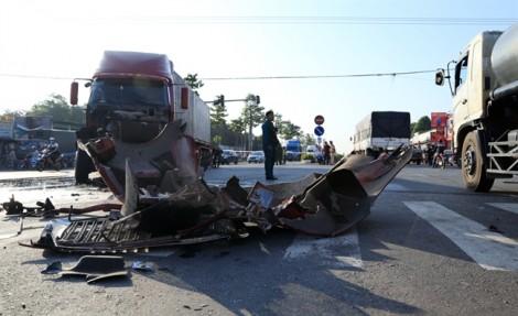 Ôtô khách tông xe đầu kéo, 9 người trọng thương
