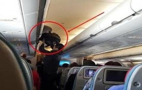 Khách nước ngoài trộm 400 triệu đồng trên máy bay hãng VietNam Airlines