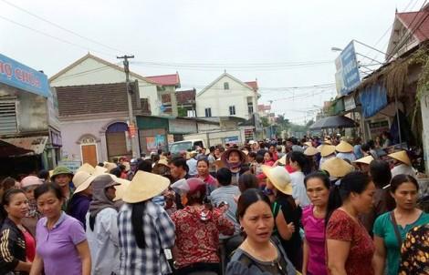 Nghi thôi miên, hàng trăm người dân vây bắt người phụ nữ lạ mặt