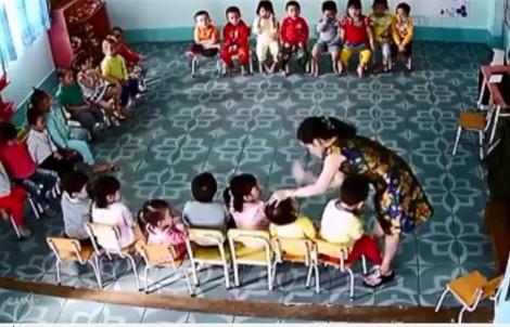 Đình chỉ cô giáo mầm non dùng phách nhạc đánh học sinh