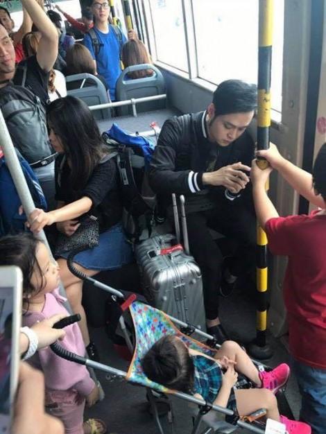 Quang Vinh nói gì về bức ảnh anh 'giành ghế' của trẻ em?