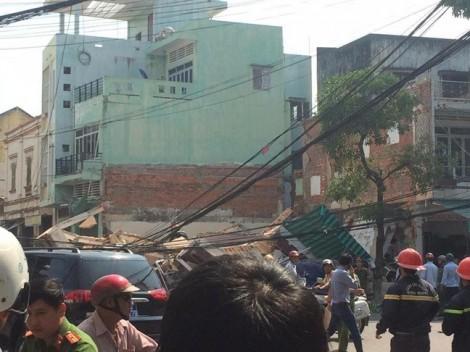 Đang giải cứu nhiều người mắc kẹt trong ngôi nhà sập ở Quy Nhơn