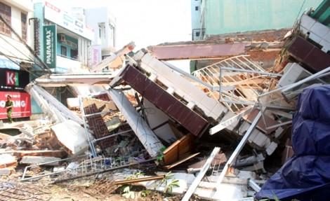 Hiện trường vụ sập nhà ở Quy Nhơn, nghi nhiều người mắc kẹt
